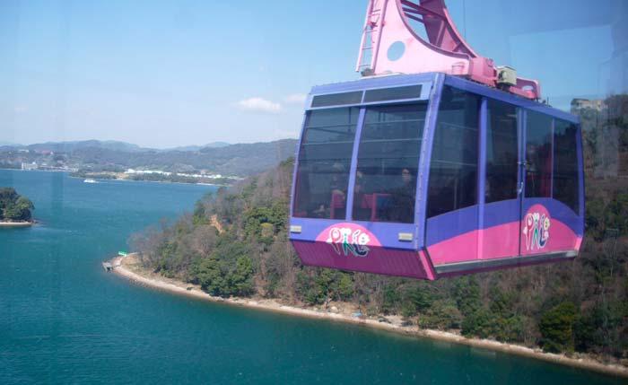 日本で唯一湖上を渡るロープウェイ【かんざんじロープウェイ ...